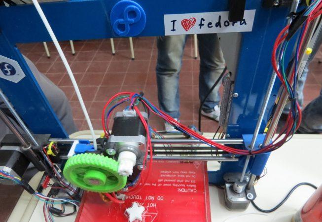 Impresora 3D imprimiendo una estrella
